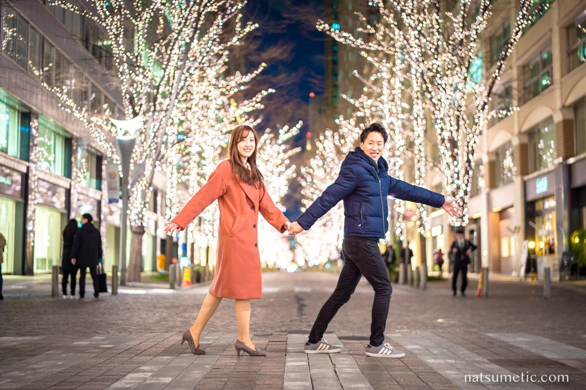 cute couple photo in illumination — Photo by Natsumetic Photography