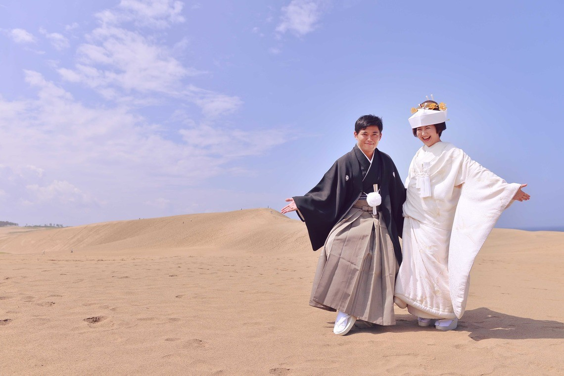 A couple in kimono at the sand dunes