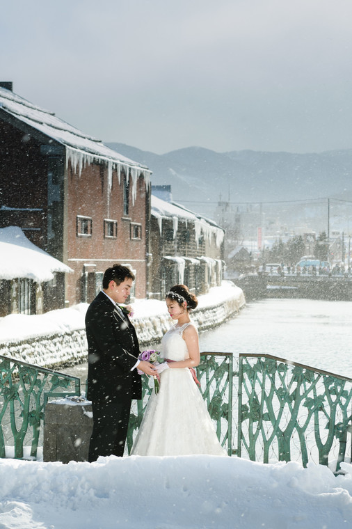 Beautiful couple wedding photo at the canal bridge in otaru