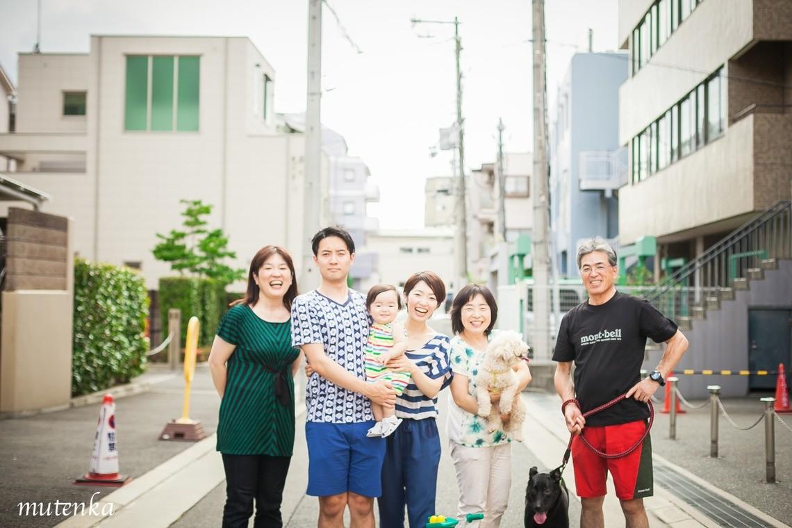 無添加写真堂が撮影したご自宅の近所での家族写真