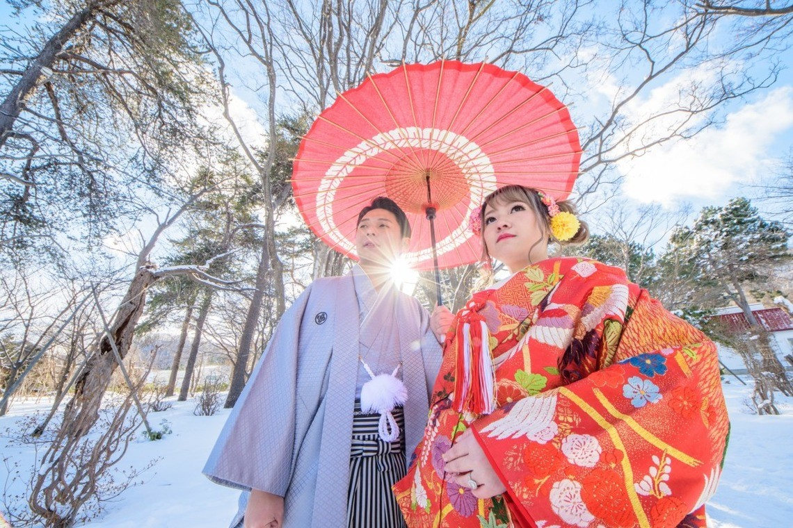 Couple posing with a traditional Japanese umbrella