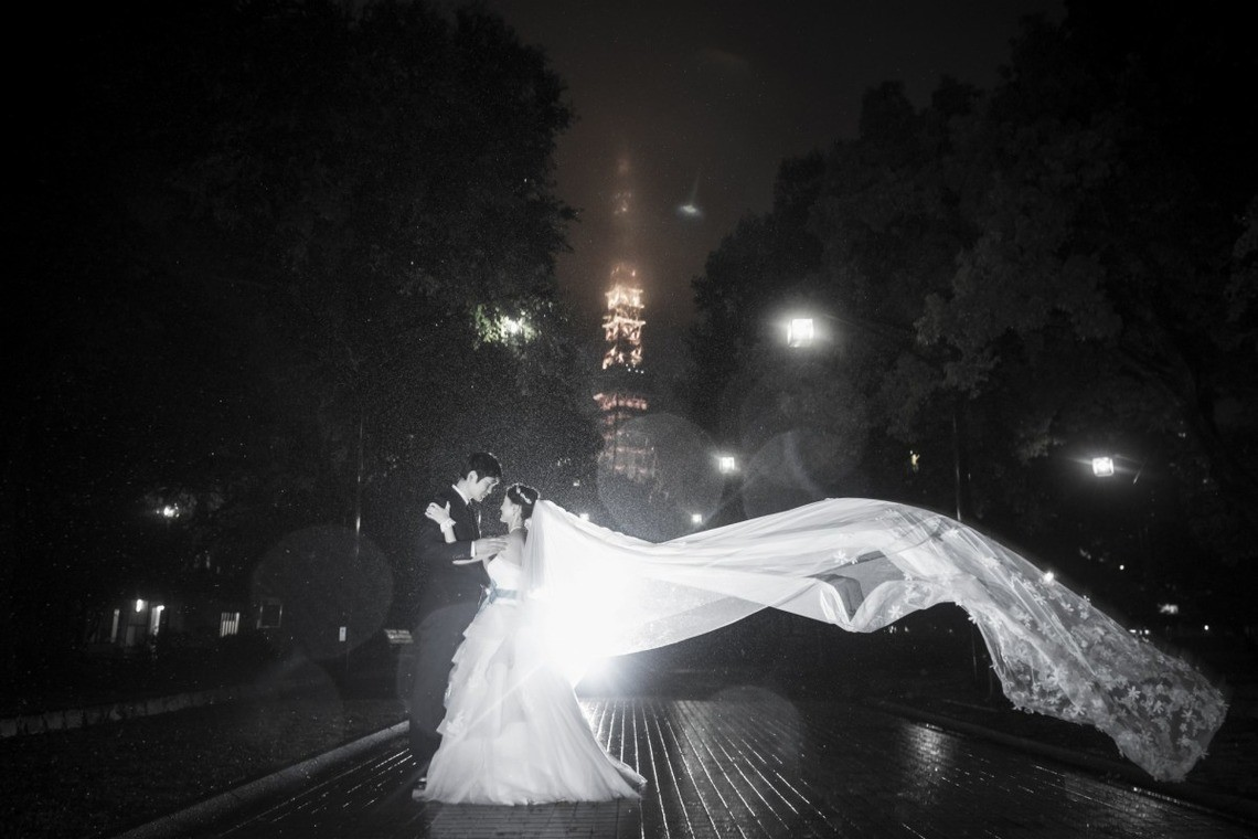 couple and flowing dress - photo by Ruu Photographer