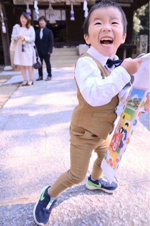 スーツがおしゃれな七五三家族写真のアイデア(エミリィの出張撮影)