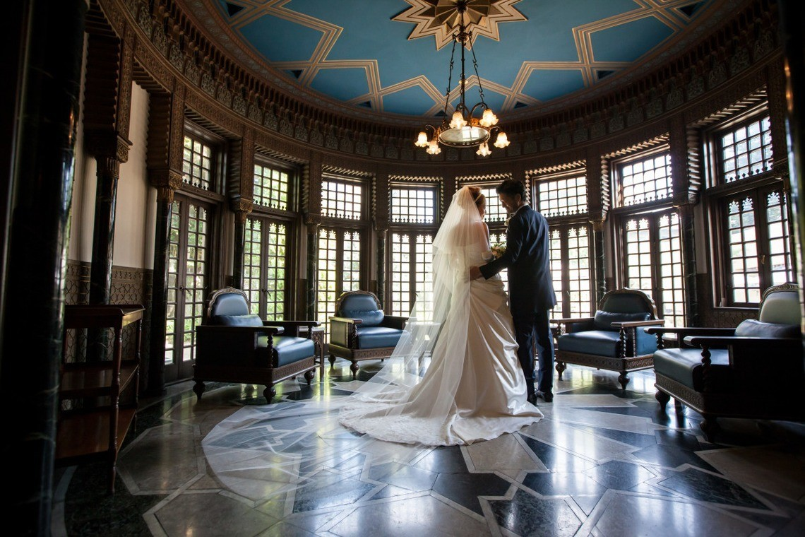 Wedding couple in the middle of a circular room. taken by Photo by KISA Photography