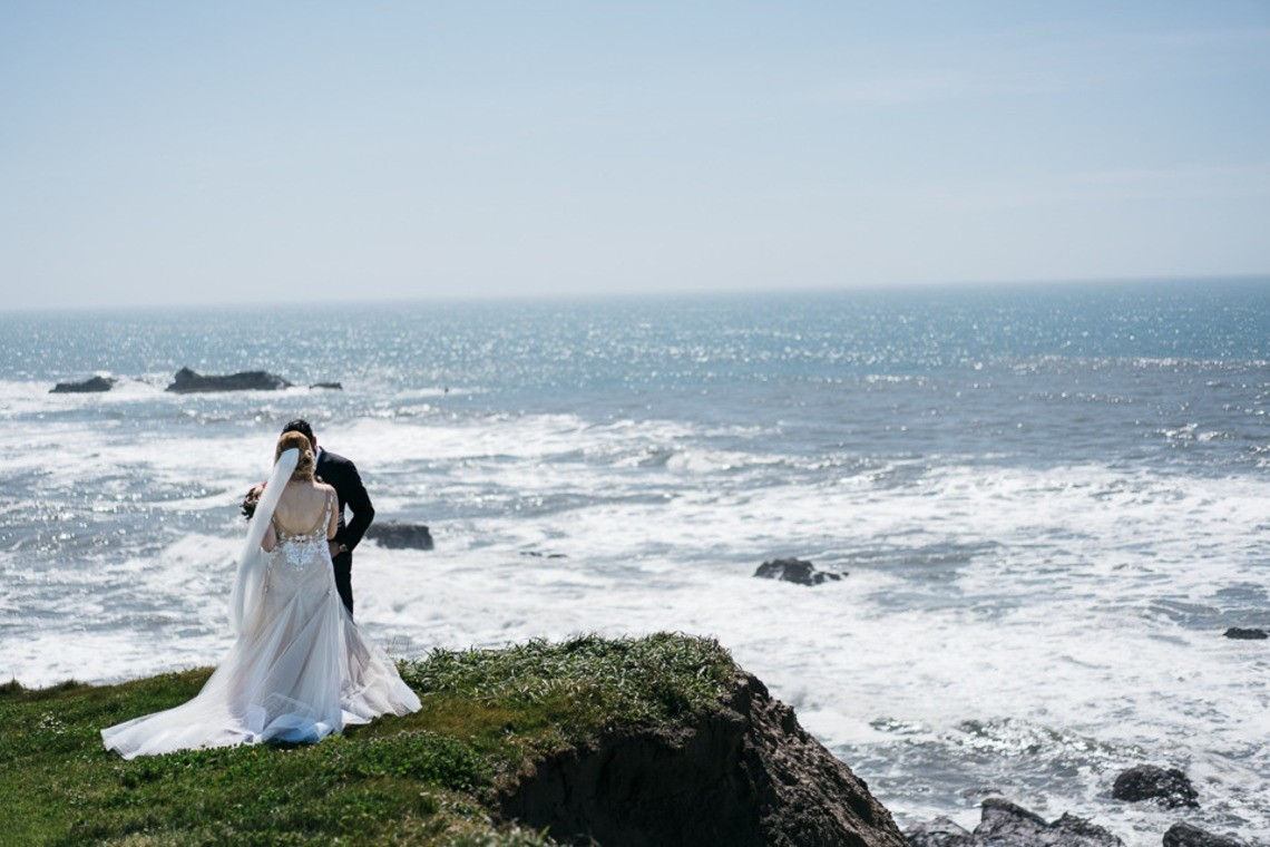 wedding couple by the cliff — Photo by yoga and photography
