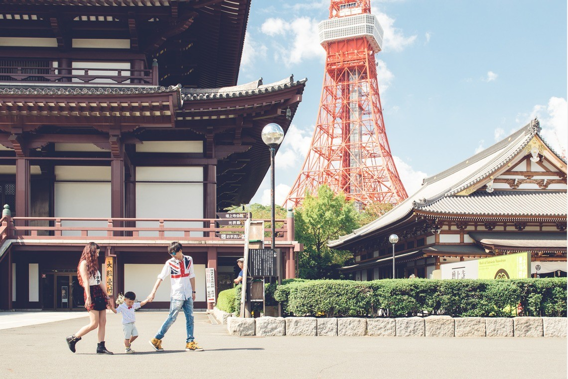 A family walking in the Tokyo Tower area