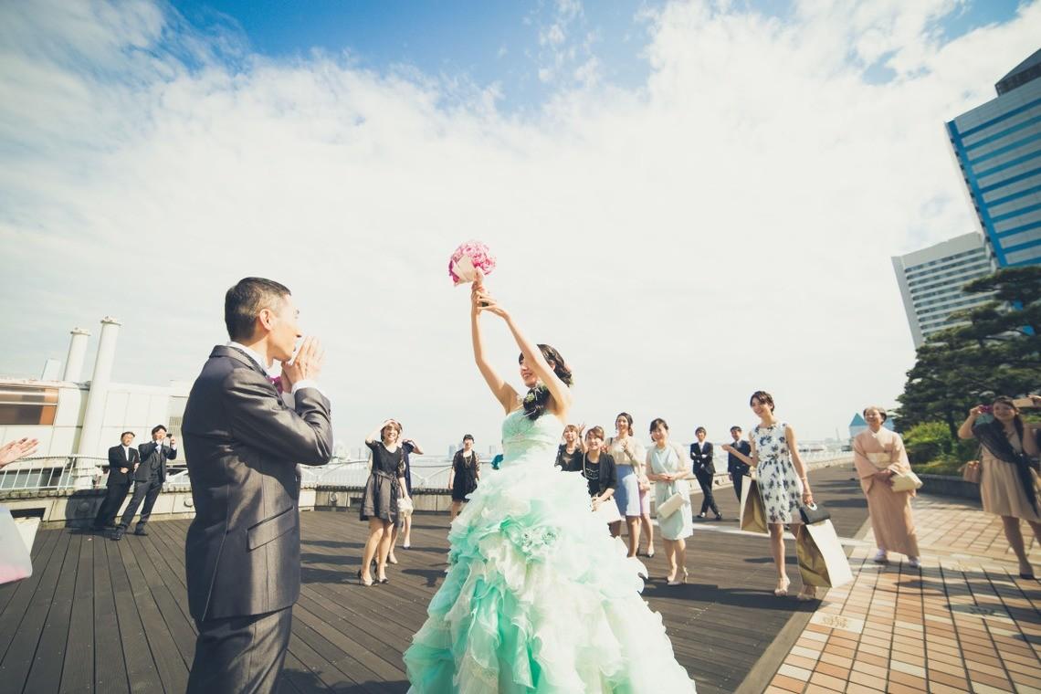 Bouquet Toss — Photo by Takano Kazuki