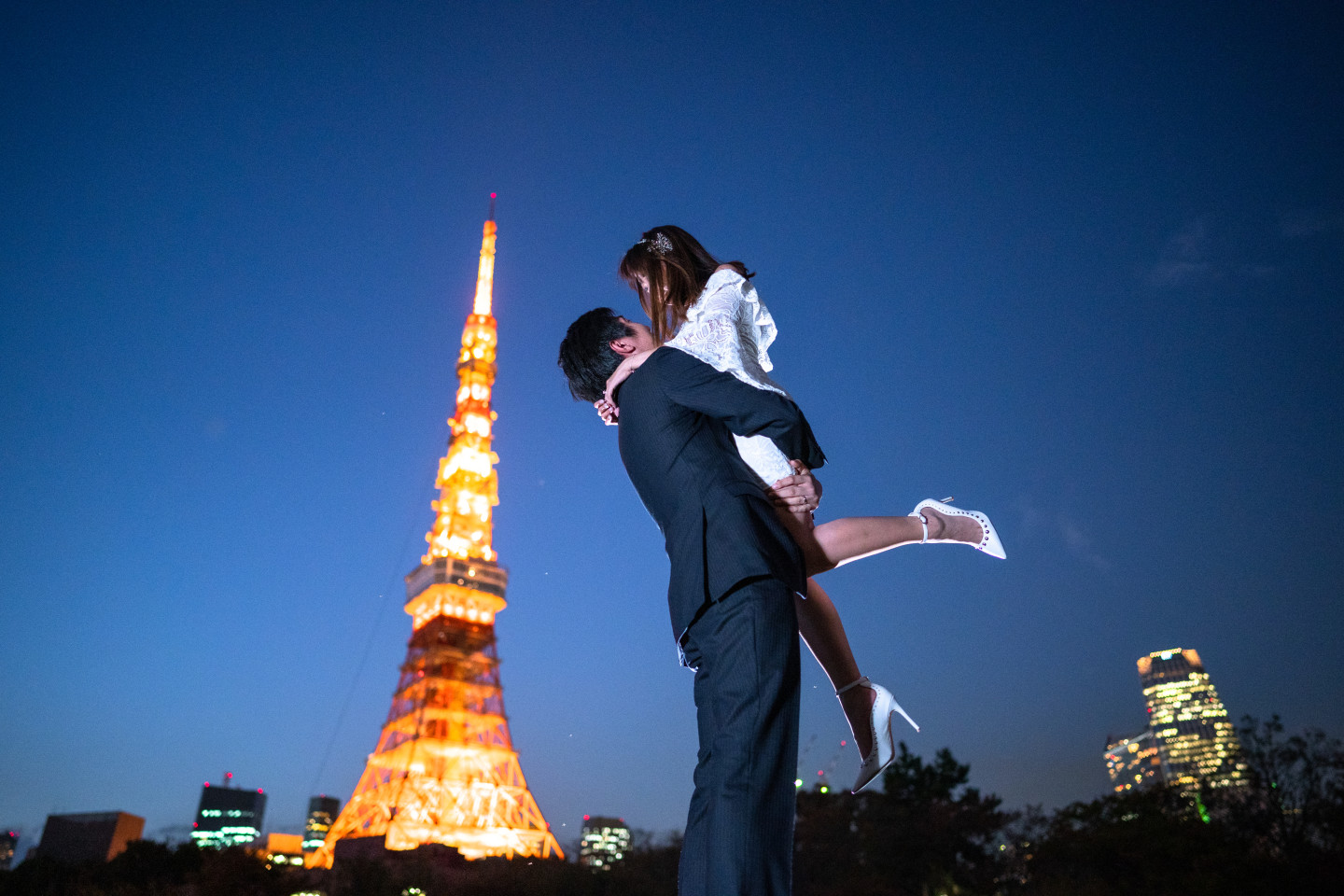 Natsumetic - A beautiful Tokyo Tower Photo in the early night (Famarry)