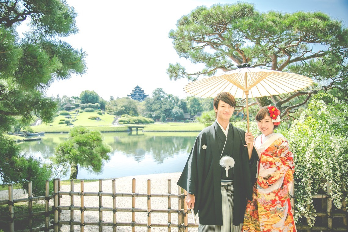 A couple in kimono at a botanical garden