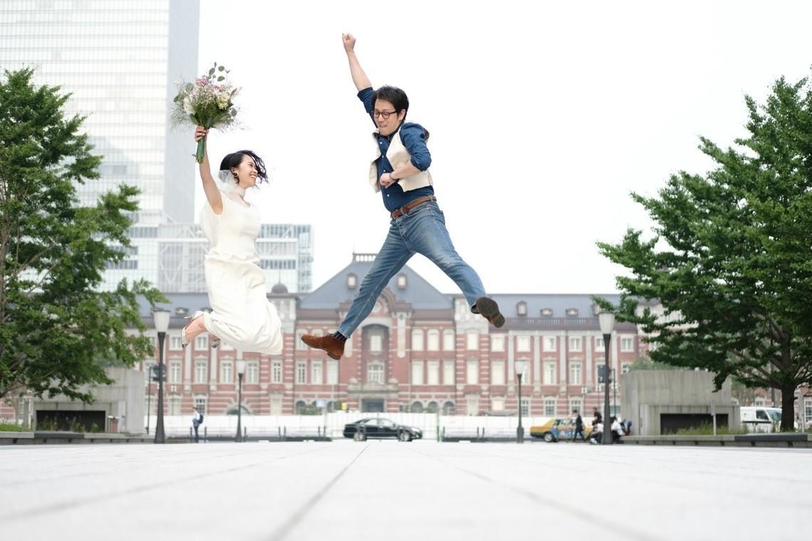 Jumping Couple at Tokyo Station — Photo by Takano Kazuki