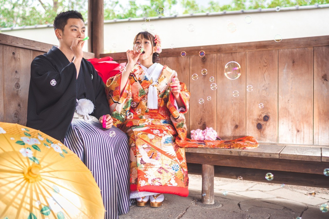 Bubble-time with a couple in kimono