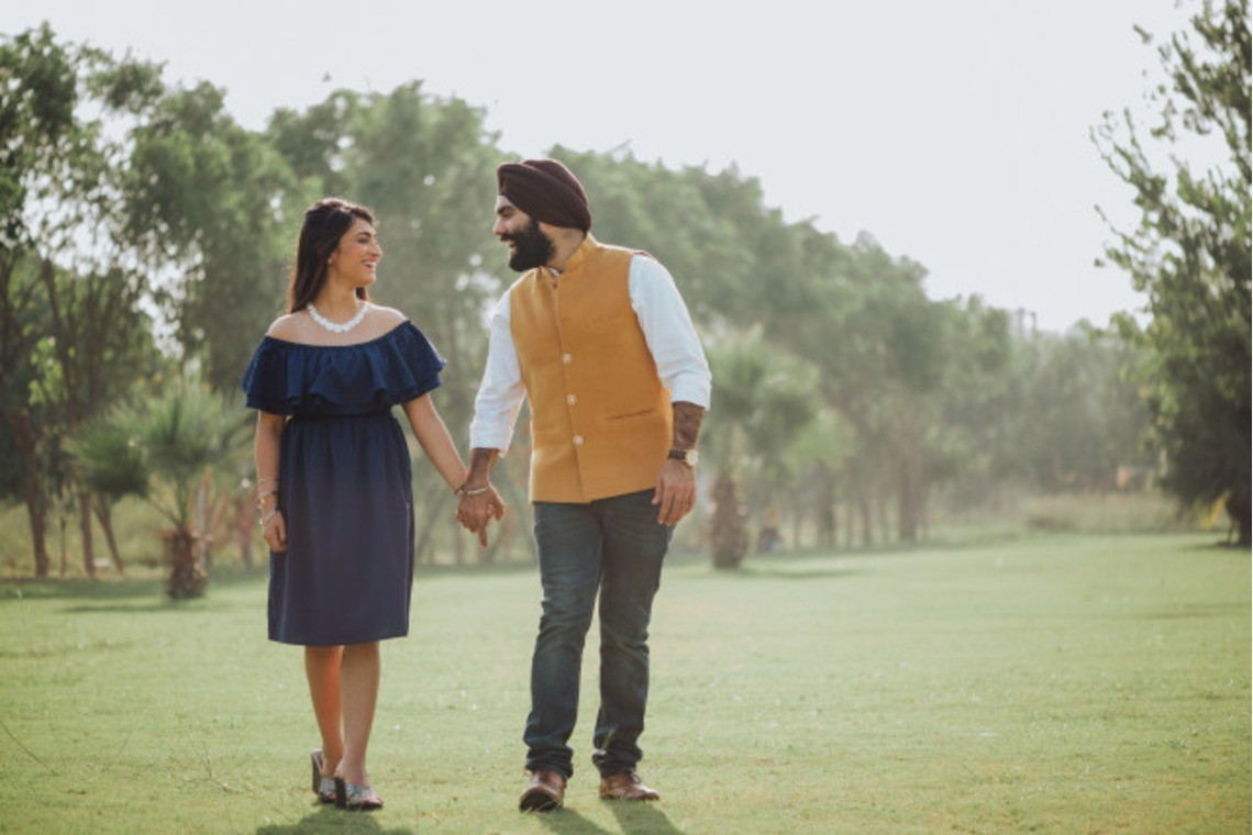 Couple walking together in park (India) — Photo by Photodote